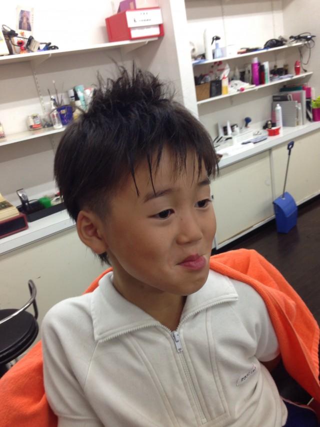 小学校二年生の男の子です✂️ 運動会バージョンです✂️ 2ブロックソフモヒスタイルです✂️ 何故か、写真は変顔してくれます(^-^)/笑 FORESTは、連休も月曜日以外営業しております(^-^)/