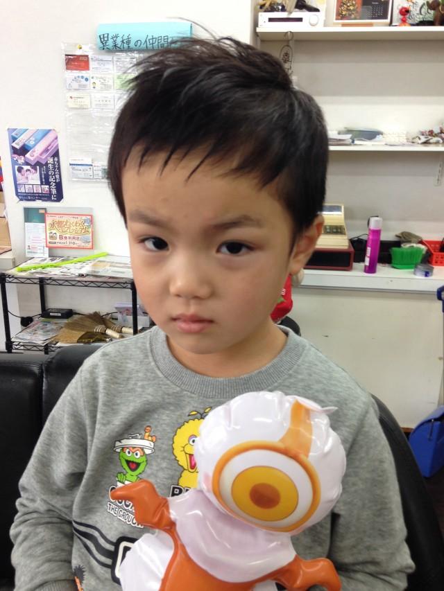 4歳の弟君です(^-^)/ お兄ちゃんと一緒で、いつもはベリーショートですが、ナチュラルショートフォワードスタイルです(^-^)/