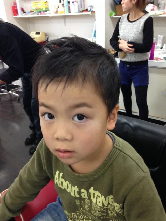 6歳のお兄ちゃんです(^-^)/ いつもは、ショートマヒスタイルですが、寒くなってきた事もあり、ナチュラルショートフォワードスタイルです✂️