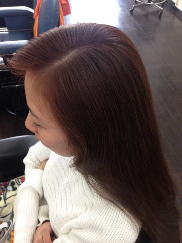 カラー トリートメントの施術後です!! リタッチもして、根元との差も綺麗になくなりました!! トリートメント配合カラーなので髪の毛もツヤツヤです(^-^)/ 施術前後を見比べてみると一目瞭然です!!