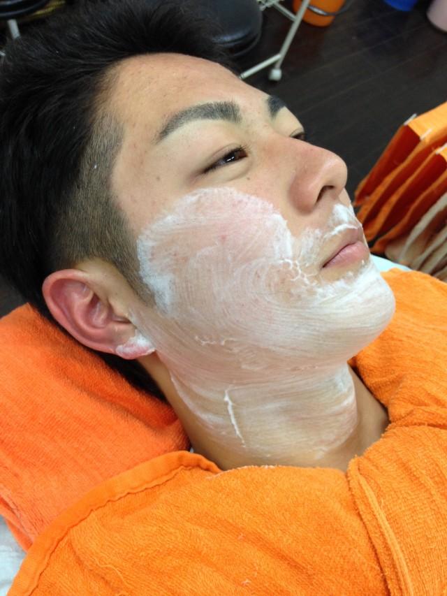 シェービングで、お顔め眉もスッキリです! 男の子は特に産毛が濃いのでシェービングするとソフトピーリングで2〜3トーン肌があかるなります(^-^)/