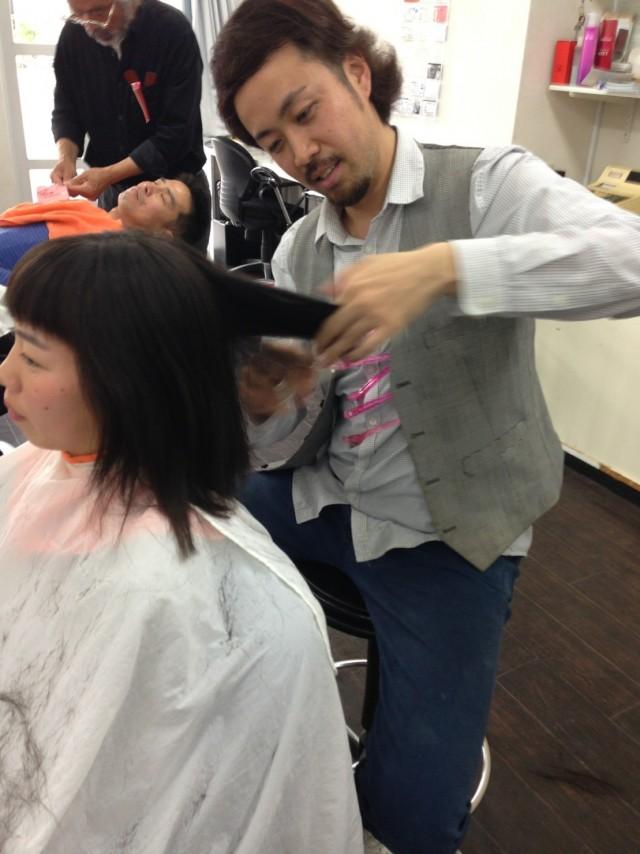 娘さんは、正月ぶりにバッサリカットです! シェービングもしてお顔ツルツルスッキリです(^-^)/ よく聞きれますが!剃ったら濃くなるって心配はないんですよ〜!!