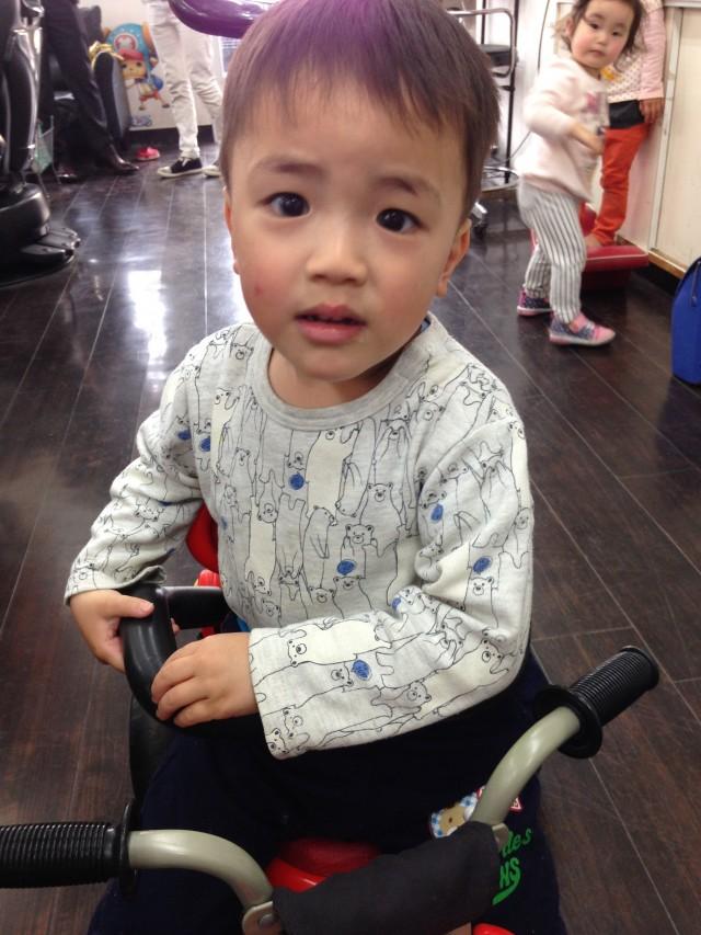 3歳になる男の子です。 上手にカットする事ができました(^-^)/ 保育士も完備してるので、パパママも安心です!!