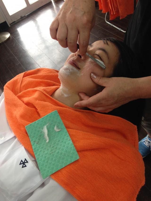 シェービングが気持ち良くて、施術してもらいながらこんなに笑顔です(^-^)/