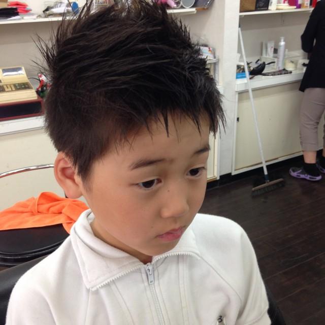 息子さんは、スッキリベリーショートスタイルです! これからの暑い季節にぴったりです! セットでモヒ風に変身です(^-^)/