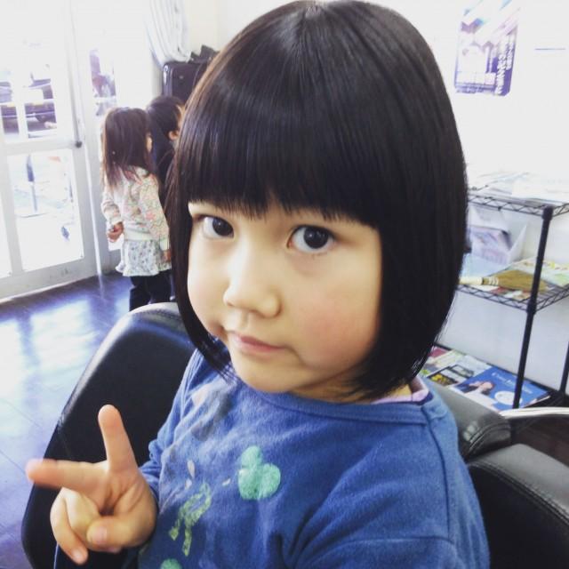 小学校一年生の女の子です! 夏にぴったりショートボブスタイル重めスタイルです(^-^)/