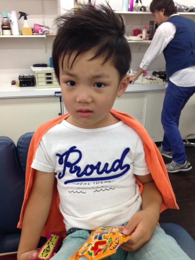 保育園園児の、弟君はアレンジをきかせてショートアシメスタイルです(^-^)/ サイドが刈り上げてあるので、スッキリ暑い夏にもピッタリです(^-^)/