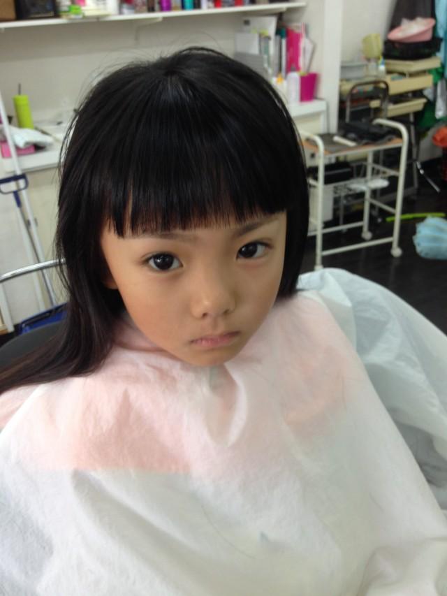 パパはツーブロックスタイルに、娘さんはシェービングもしてスッキリです! お子様がシェービング お顔剃りすると産毛が濃くならない? とよく聞かれるますが、そんな心配はありません!!剃ったら濃くなるは、もう一昔前の話です(^-^)/
