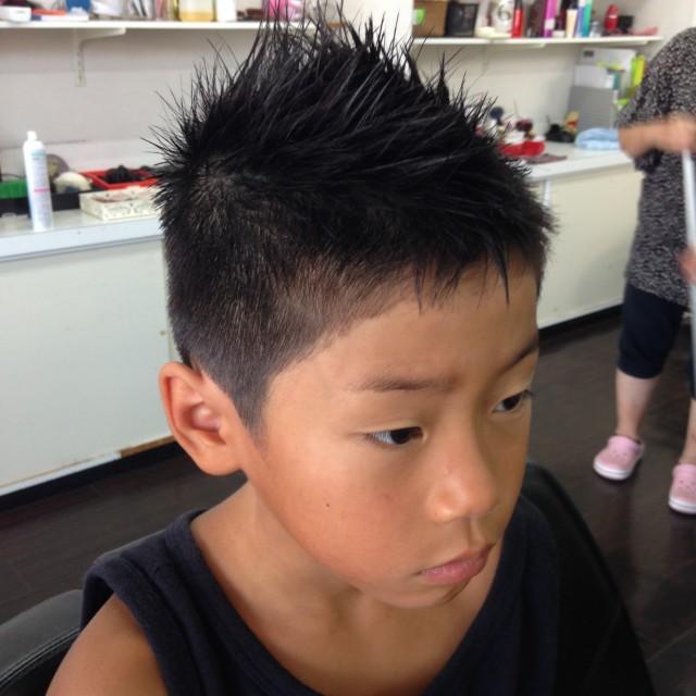 小学生のお兄ちゃんです! 夏にぴったりショートモヒスタイルです(^-^)/ 夏休みもスッキリ快適ライフです!
