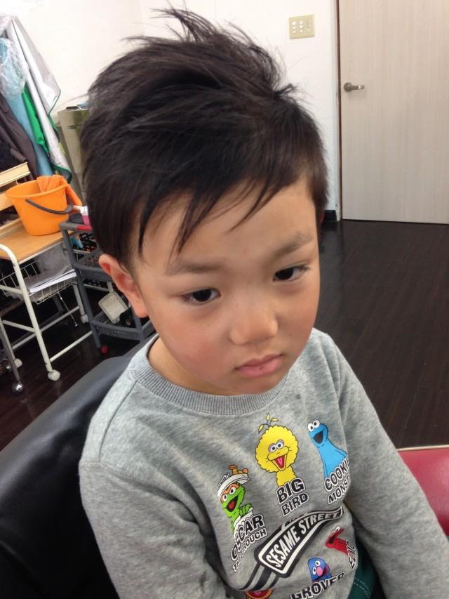 保育園年中さんの5歳の男の子です! ツーブロックアシメントリースタイルに変身です(^-^)/