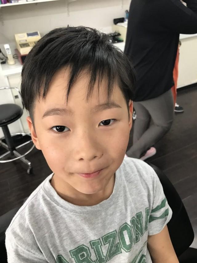 カット シェービングでスッキリカッコ良く変身です(^-^)/ 小さいお子さんもシェービングお顔そりするとこんなにかわります(^-^)/剃ったら濃くなる心配もないですよ!!