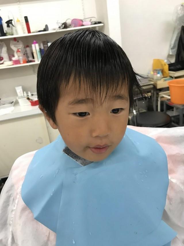 3歳の男の子です。 入園式様にスッキリカッコ良くです(^-^)/ カット シェービングでどうは変身したか見て下さいね〜