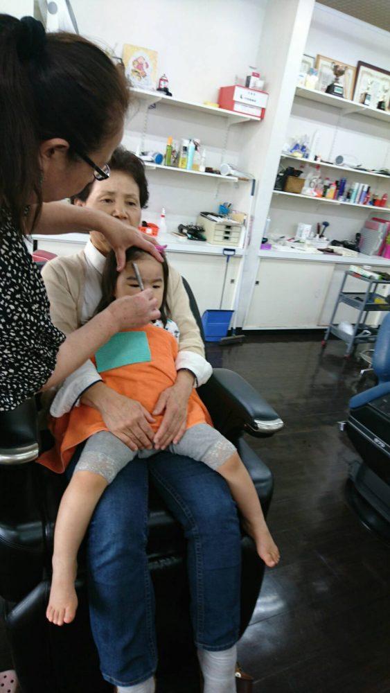 2歳の女の子も カット シェービングです! 小さいお子様も、産毛がとてもたくさんはえてます!!とても綺麗に可愛くなりますよ(^-^)/ 剃ったら濃くなる心配んさる方が多いですが、そんな心配はありませんよ(^-^)/