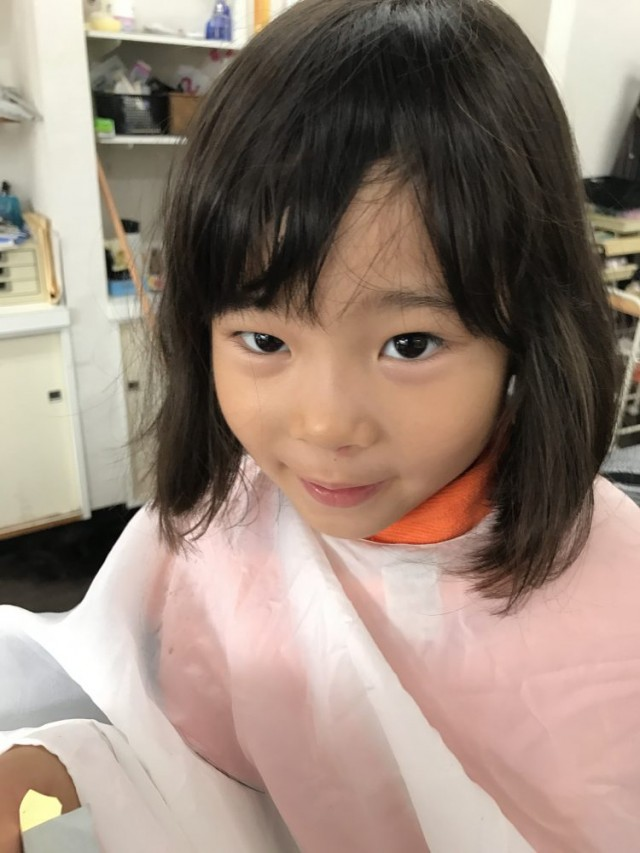 カット シェービング 眉毛剃り 眉毛カット前の、4歳の年中組さんの女の子です!! どう可愛いく変身したか乞うご期待(^-^)/