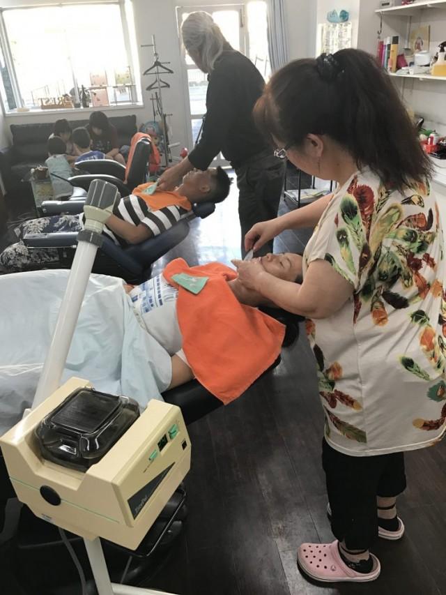 お盆 正月 GWと実家に帰省するたびに来店していただける石川県のファミリーさんです!! パパさんは カット シェービング エステ  ママさんは シェービング エステ  娘さん2人は、カット シェービング コースです! 遠くからいつも来ていただいてとても嬉しいです(^-^)/
