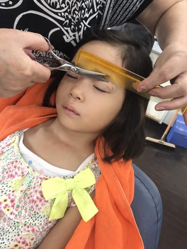 小さなお子さんも、シェービング 眉毛剃り 眉毛カットすると全然違いますよ!! 更にとっても可愛いくなります!! 剃ったら濃くなるなんて、もう古いですよ!!