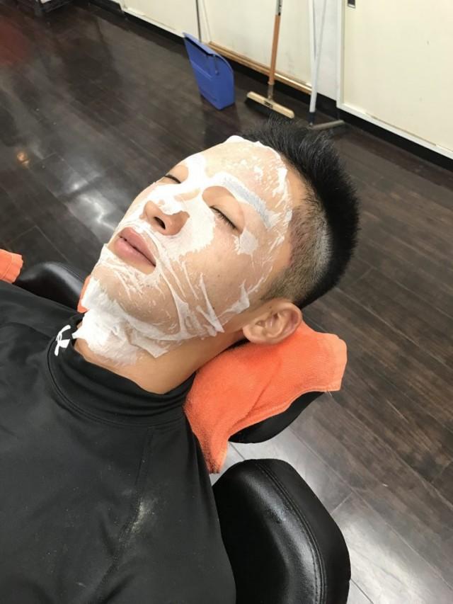 シェービング お顔剃り したあとは、エステ パックまでコースについています!! 男性は、初めてやるお客様が多いので喜んで感激してくれます(^-^)/
