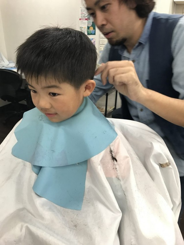 5歳の年中組さんの男の子です!! 保育士も完備しているので、安心してカットする事が出来ます(^-^)/ カット シェービングでどう変身したか見て下さいね〜!