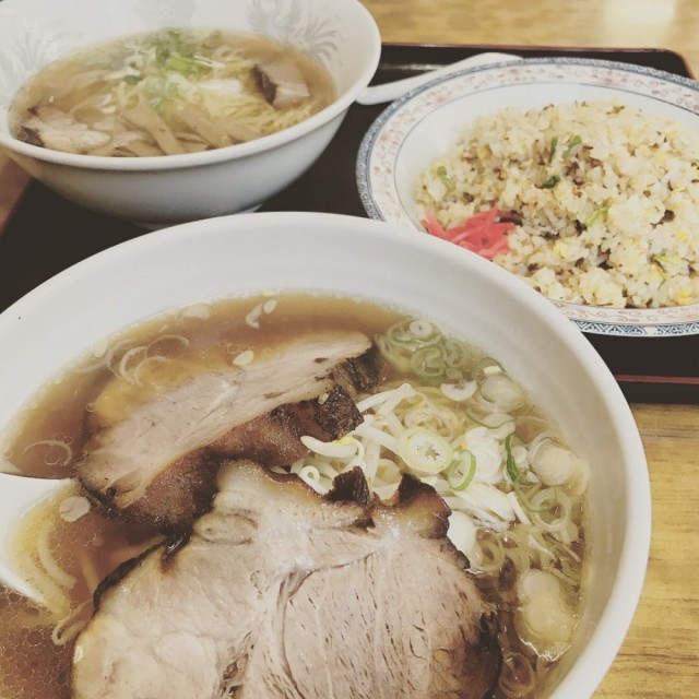 びっくりチャーシュー麺と、ラーメン炒飯セットです(^-^)/