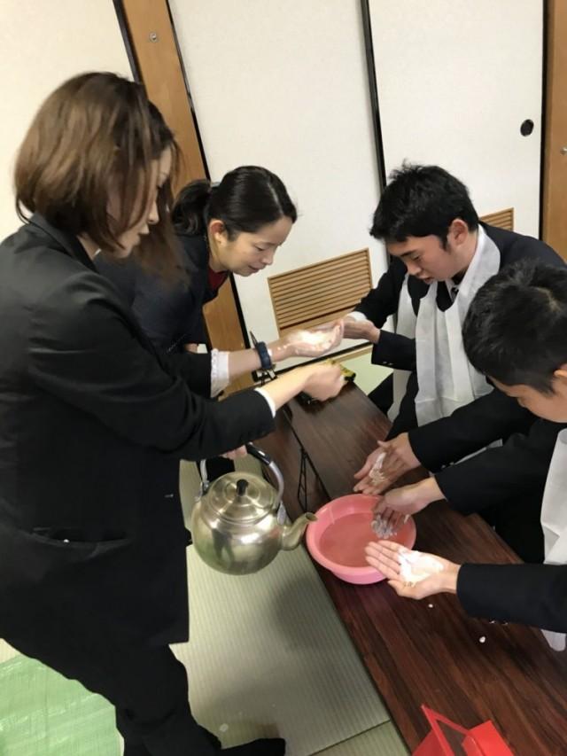 メナード フェイシャルサロンの 華おとぎ さんは、洗顔 女の子に メイクの実習 勉強を実施しました。