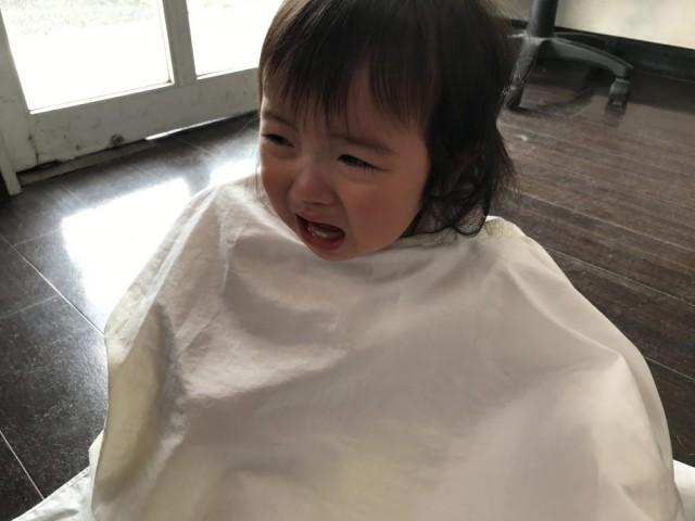 可愛い 1歳 2歳 の女の子がカットしに来店してくれました(^-^)/ 保育士 保育士完備しているので、ママ パパ も安心です(^-^)/