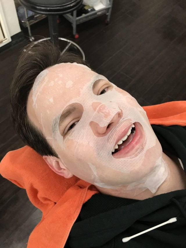 シェービング 顔剃り 後にお肌のケアに、 エステ パック もします(^-^)/