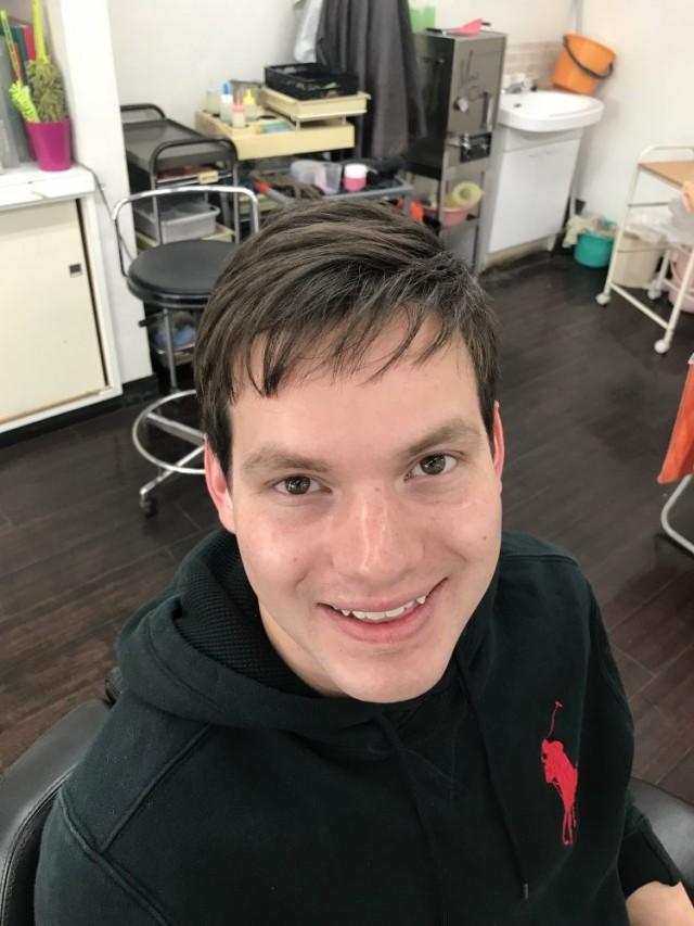カット シェービング エステ コースで、スッキリです!! 就活 就活ヘアに変身です(^-^)/ 顔剃り前後の写真を見比べると一目瞭然ですね!! どちらが面接などで、良い印象でしょう!?