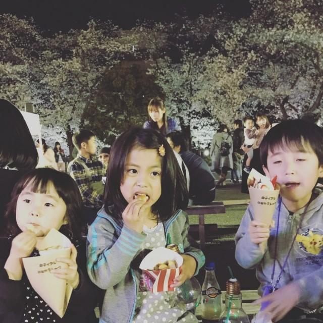 昨夜は、大垣の芭蕉記念館へ花見へ(^-^)/ 夜桜メッチャ綺麗!! 子供たちは、花より団子ですね(^-^)/