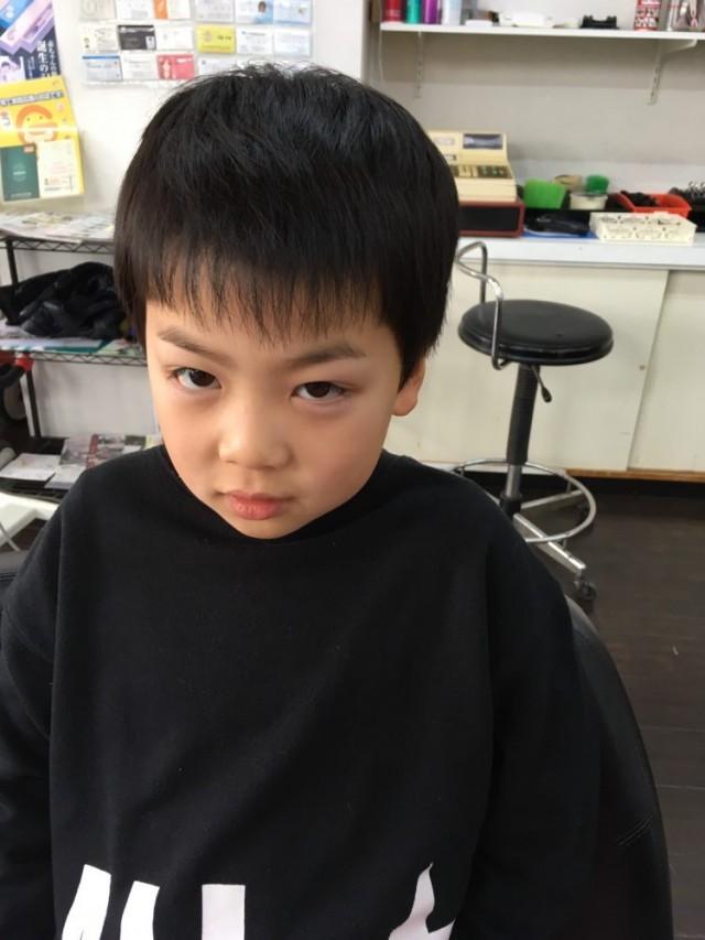 お兄ちゃんは、小学2年生 次は 3年生 になるのでノーマルに、 スッキリ爽やかなスタイルです(^-^)/