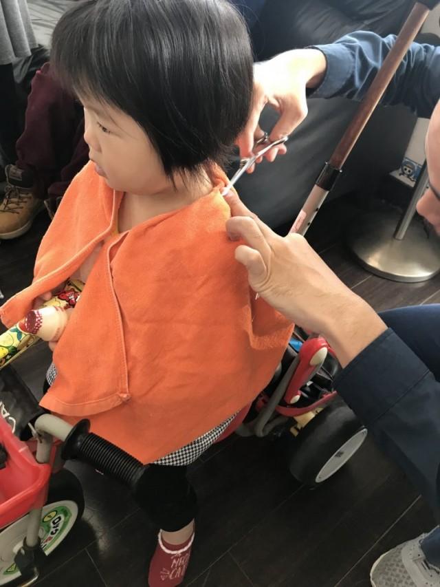 三輪車の特別ステージでカットだと、喜んでカットしてくれます(^-^)/ 保育士 保育士完備 しているので、安心してカットする事が出来ます!!