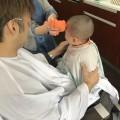 1歳 2歳 のお子さんも上手にカットする事が出来ます(^-^)/ 保育士 キッズスペース も完備しているので安心です!!