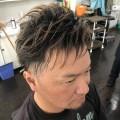 ツーブロック スキンフェード アシメスタイルです(^-^)/ 夏が近づいて来ると、ワイルド ファンキー  なカッコ良いヘアスタイルが多くなります(^-^)/