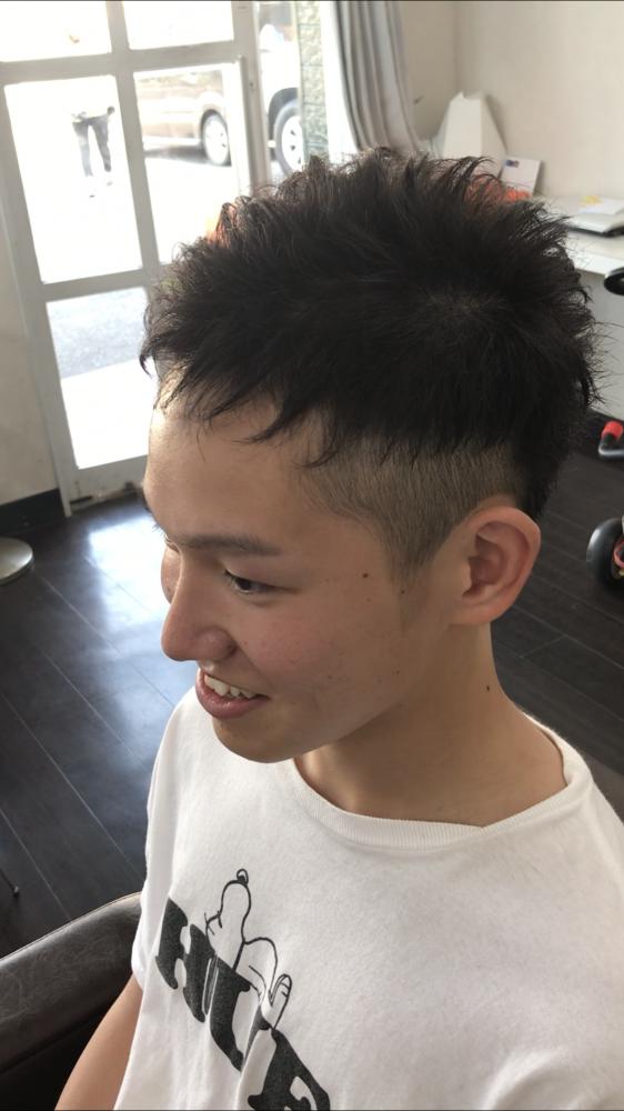 夏休み 終業式 に夏休み限定で、カッコ良く 普段は出来ないヘアスタイルをしに、高校生の男の子のお客様がらいてしてくれました(^-^)/