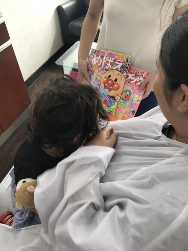 本を読んでもらったりして上手にカットです(^-^)/ 保育士も完備しているので安心です。