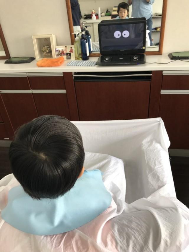 DVD を鑑賞しなが楽しくカットです(^-^)/ 保育士 保育士完備しているので安心です。