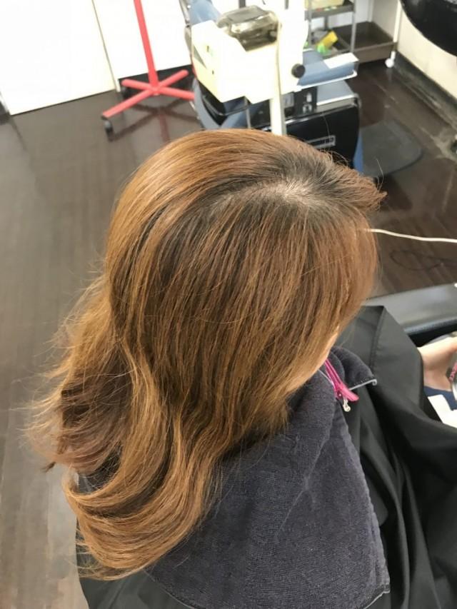カット カラー トリートメント 前のお客様です。 傷み 白髪 を綺麗に染めて、秋色にチェンジします(^-^)/ Before after見て下さいね!!
