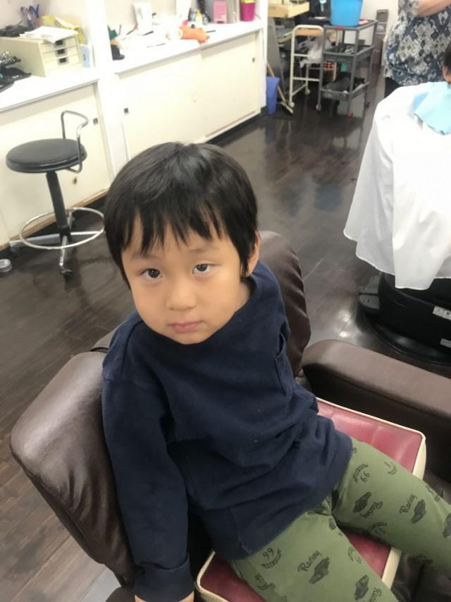 カット シェービング  顔剃り 前の 5歳 年中組さんの男の子です。 保育士 保育士完備 キッズスペース キッズルーム で上手にカットする事が出来ます(^-^)/
