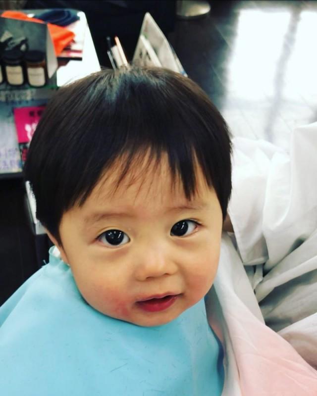 11ヶ月の 赤ちゃん の 初カット です(^-^)/ 上手に出来ました!!