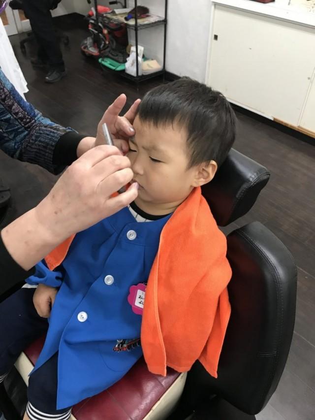 小さなお子さんも、シェービング 顔そり 顔剃り しますよー!! 剃った濃くなるは、もう古いですよ^_^