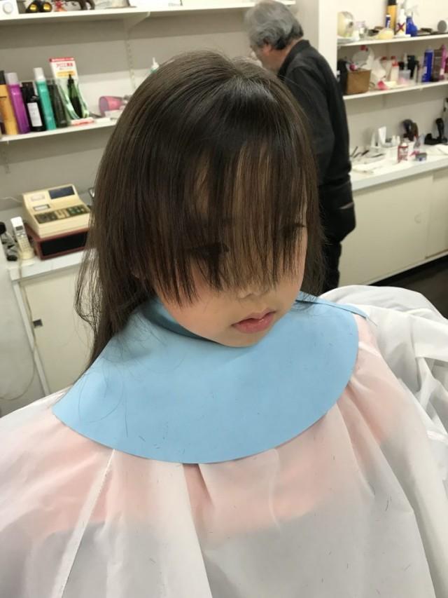 春から小学校に入学する女の子チャンです! カット シェービング 顔そり で可愛い変身しますよ!! 眉毛もお顔も綺麗にピカピカです。
